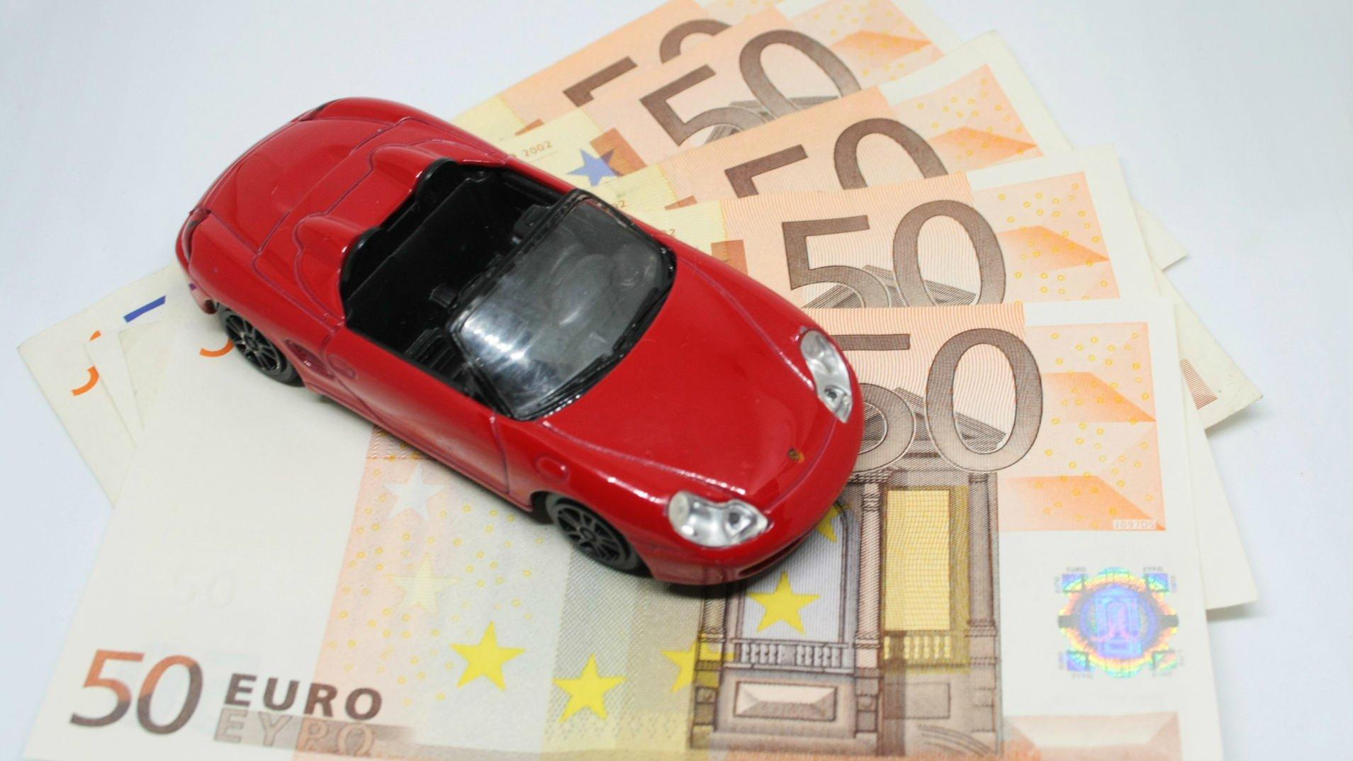 Cómo deducir los gastos del coche en el IRPF e IVA si eres autónomo