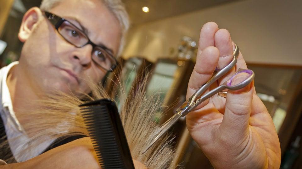 Las peluquerías podrían conseguir pronto una bajada de su IVA
