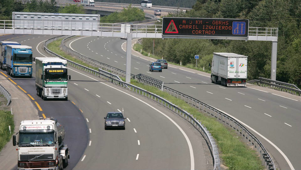 Francia pretende cobrar 1.200 euros a 100.000 transportistas españoles