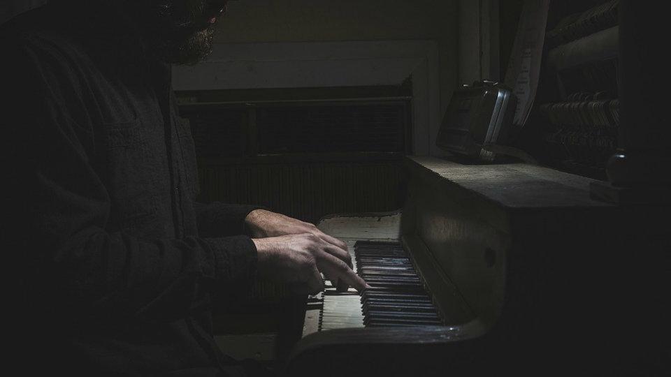 El productor musical es el pariente pobre del sector