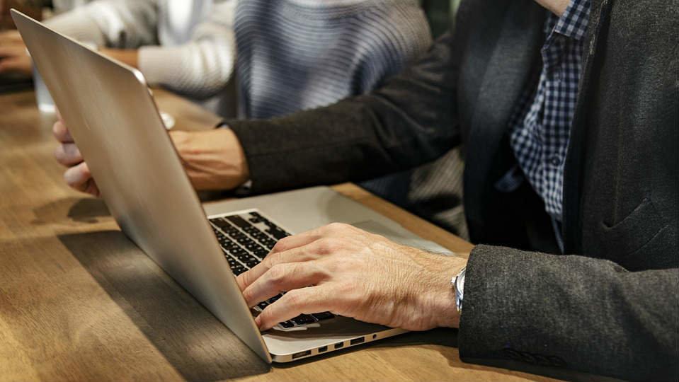 Los emprendedores mayores asumen mayores riesgos que los jóvenes