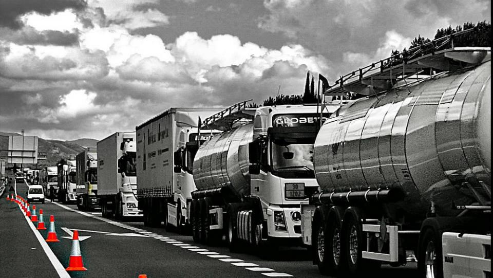 Los transportistas irán a la huelga si el Gobierno les obliga a pagar los nuevos peajes