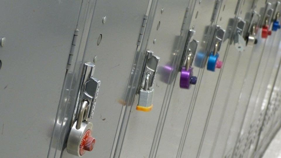 ¿Puedes registrar las pertenencias de tu empleado si hay indicios de robo?